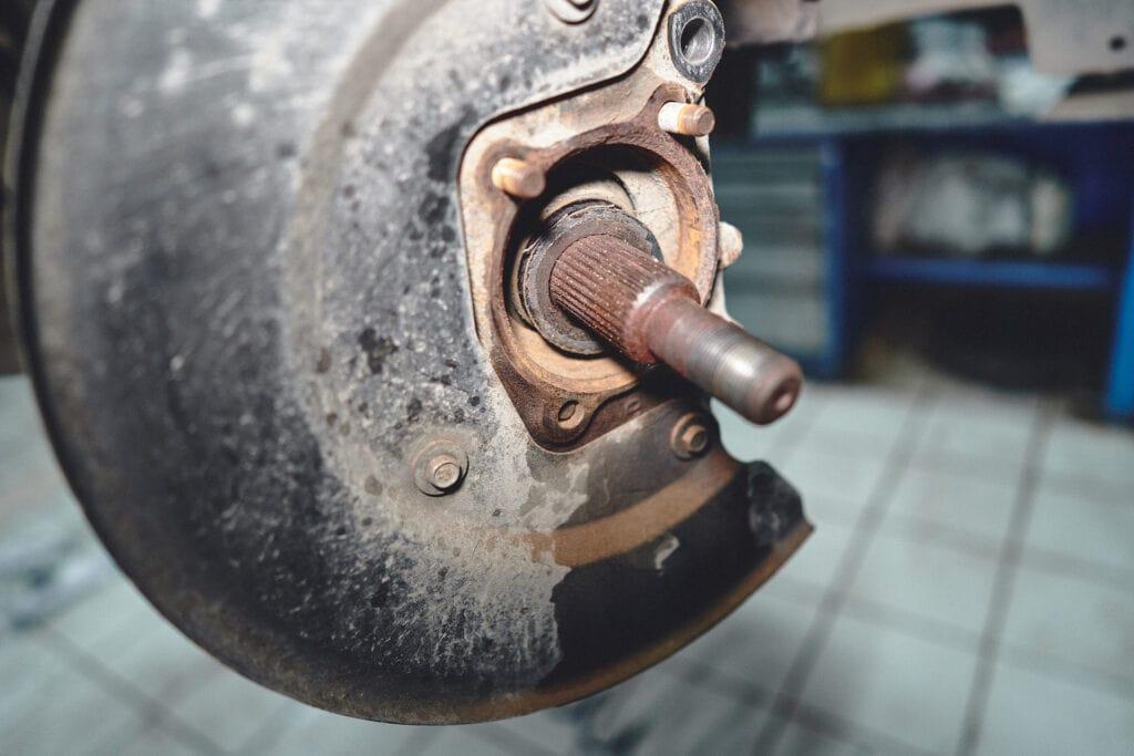 Очищаем поверхность кулака