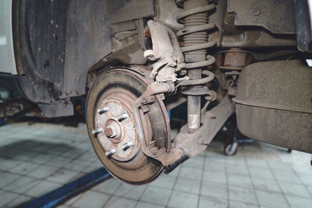 Подвешиваем тормозной суппорт