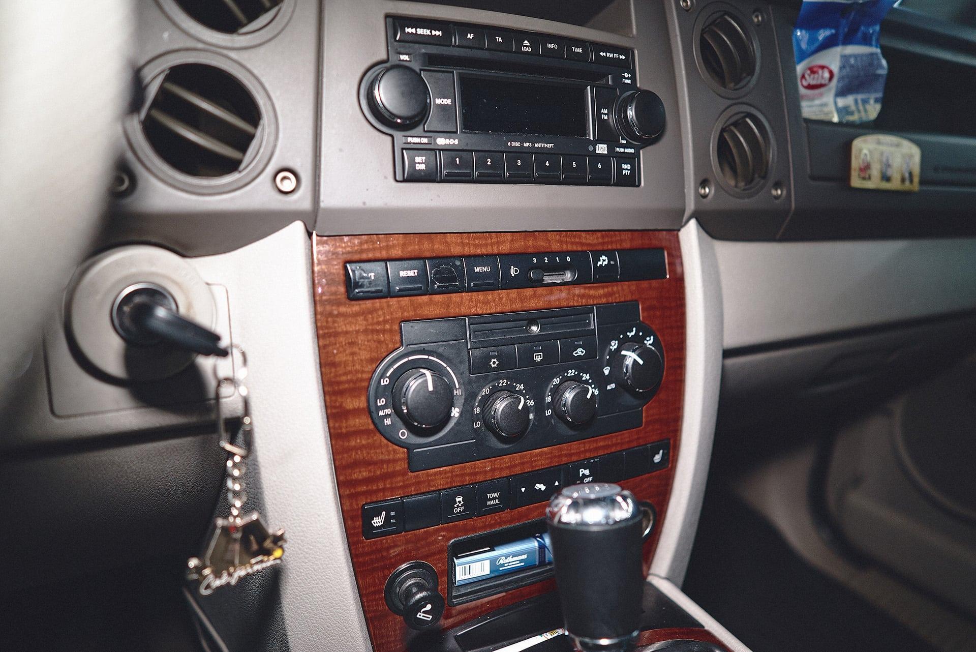 Кнопки Джип Коммандер затёрты от частого использования