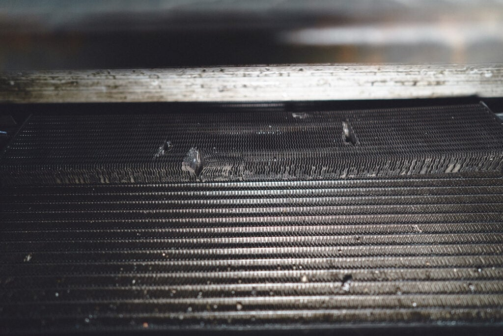 Повреждения сот радиатора гидроусилителя
