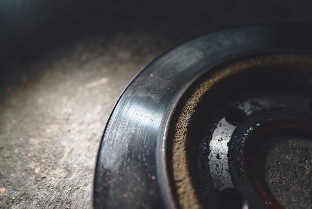 Кайма на тормозном диске – источник скрипа и биения