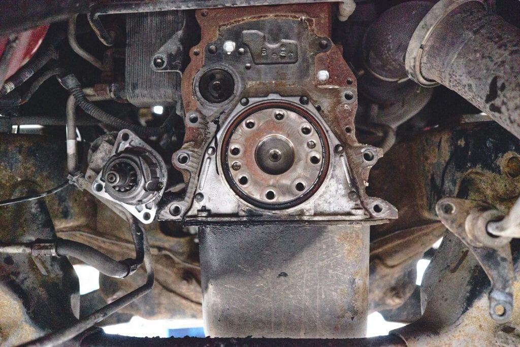 Вид на двигатель со стороны коробки