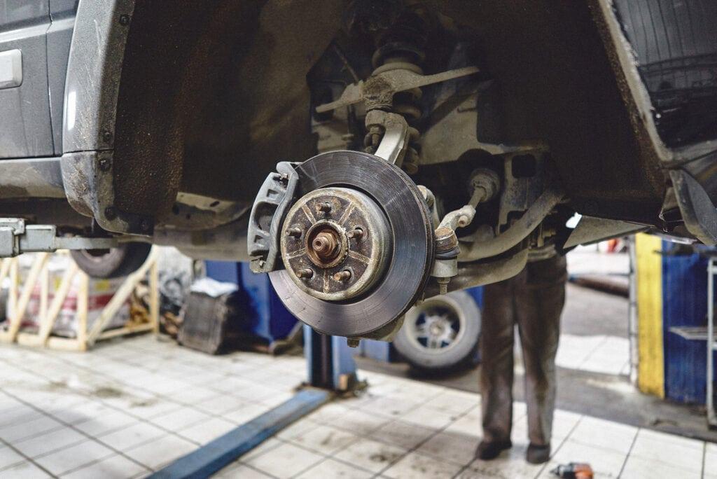 Снимаем колёсный диск