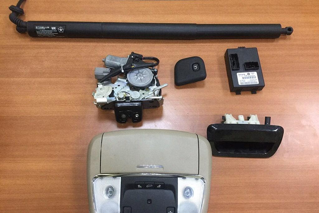 Комплект электропривода багажника Гранд Чероки WK2
