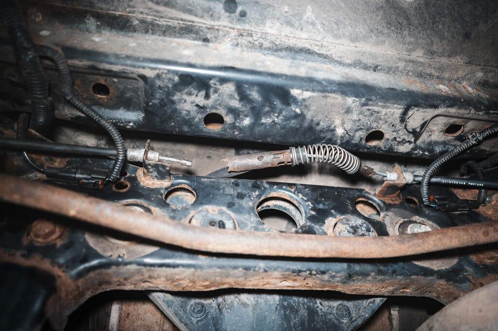 Развалился кронштейн центрального троса ручника