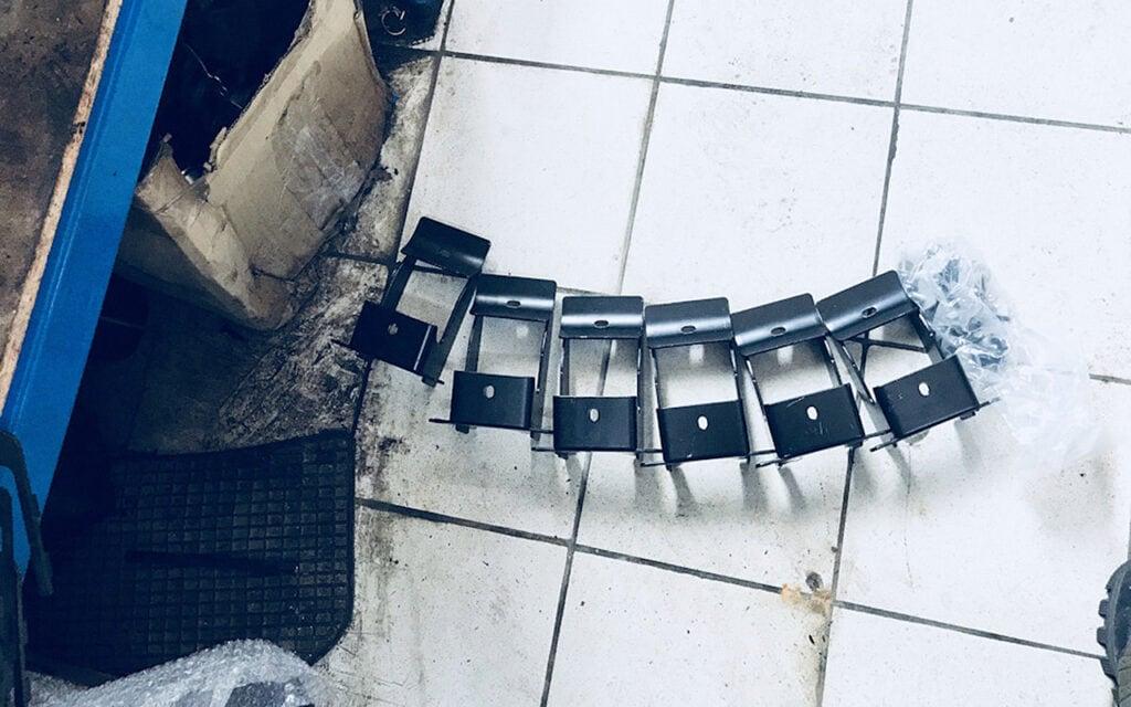 Комплект крепежа для подножки