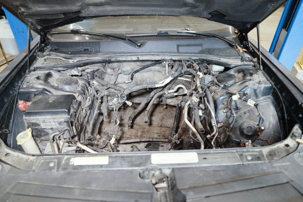 Перед установкой двигателя нужно проложить новый жгут проводки
