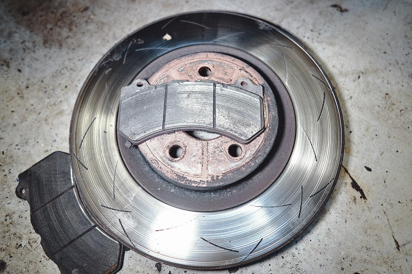 Тормозные диски Гранд Чероки на стадии утилизации