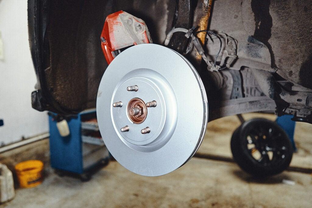 Устанавливаем новые тормозные диски