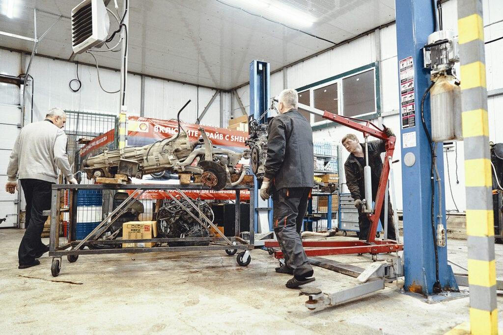 Устанавливаем двигатель Гранд Чероки на подрамник