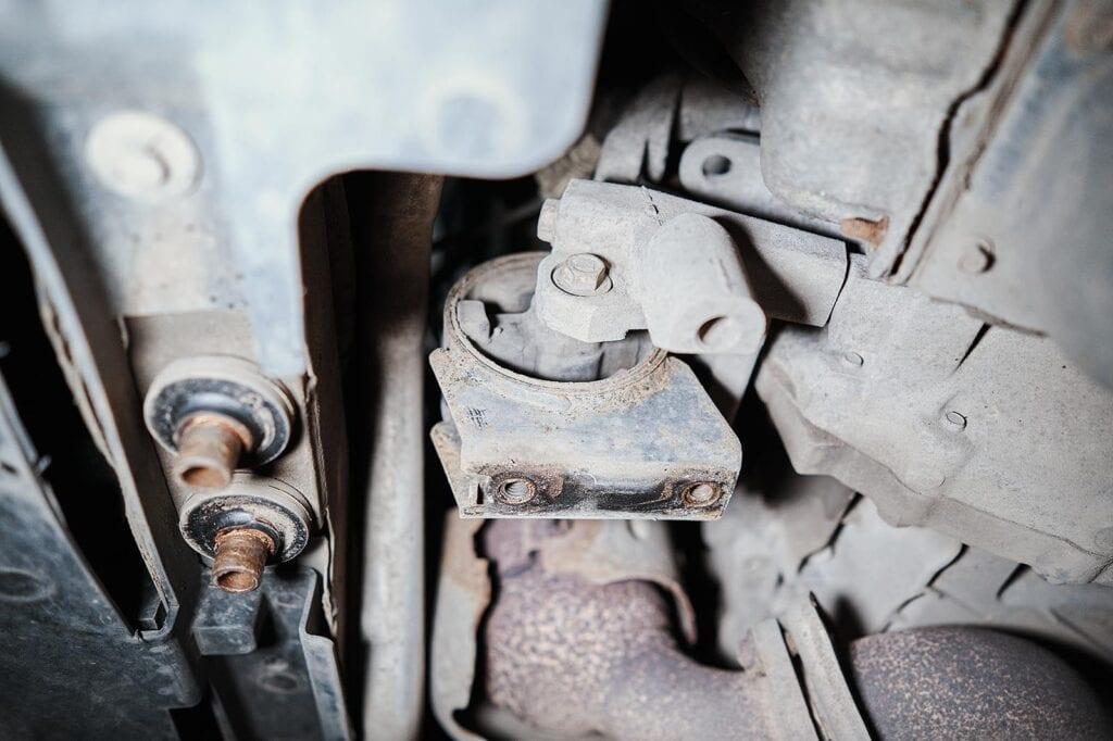 Передняя опора двигателя Додж Джорни
