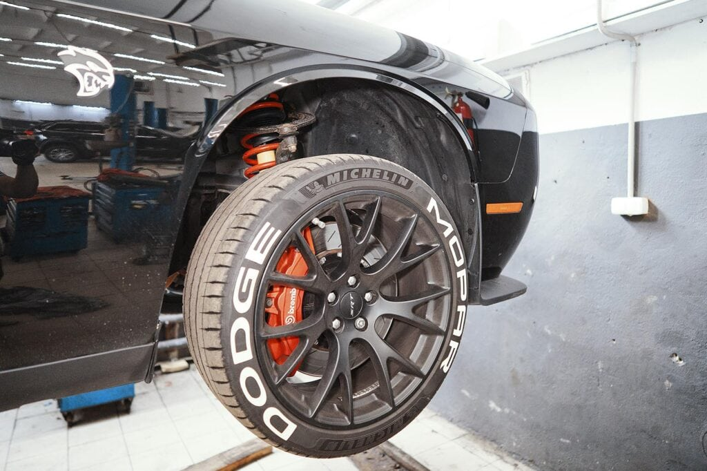 Правильные надписи на колёсах