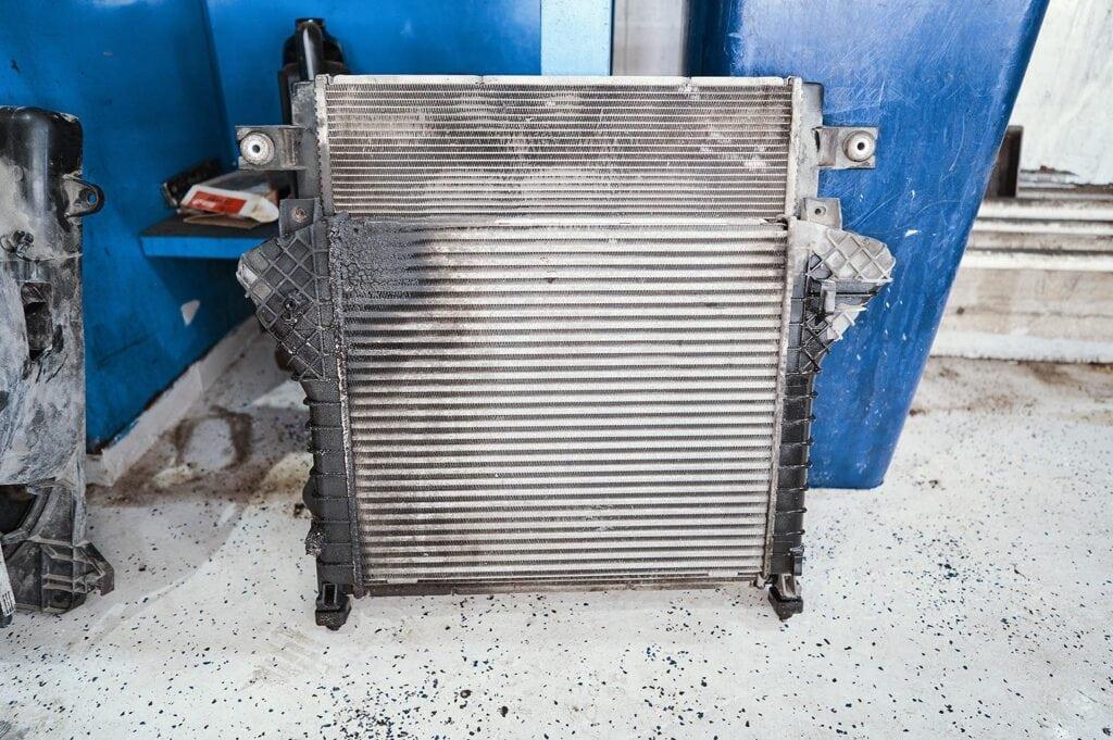 Связка из интеркулера и радиатора охлаждения