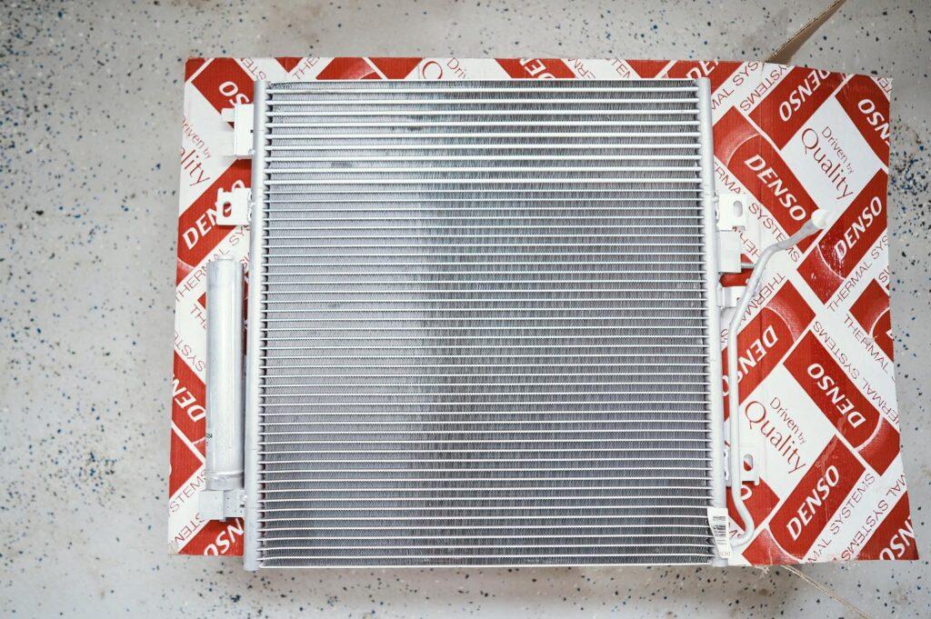 Радиатор коробки Джип Чероки