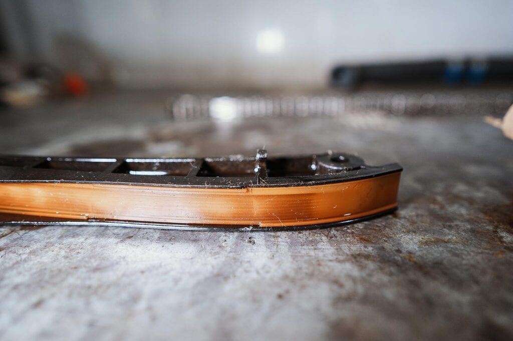Трещины на рабочей поверхности башмака