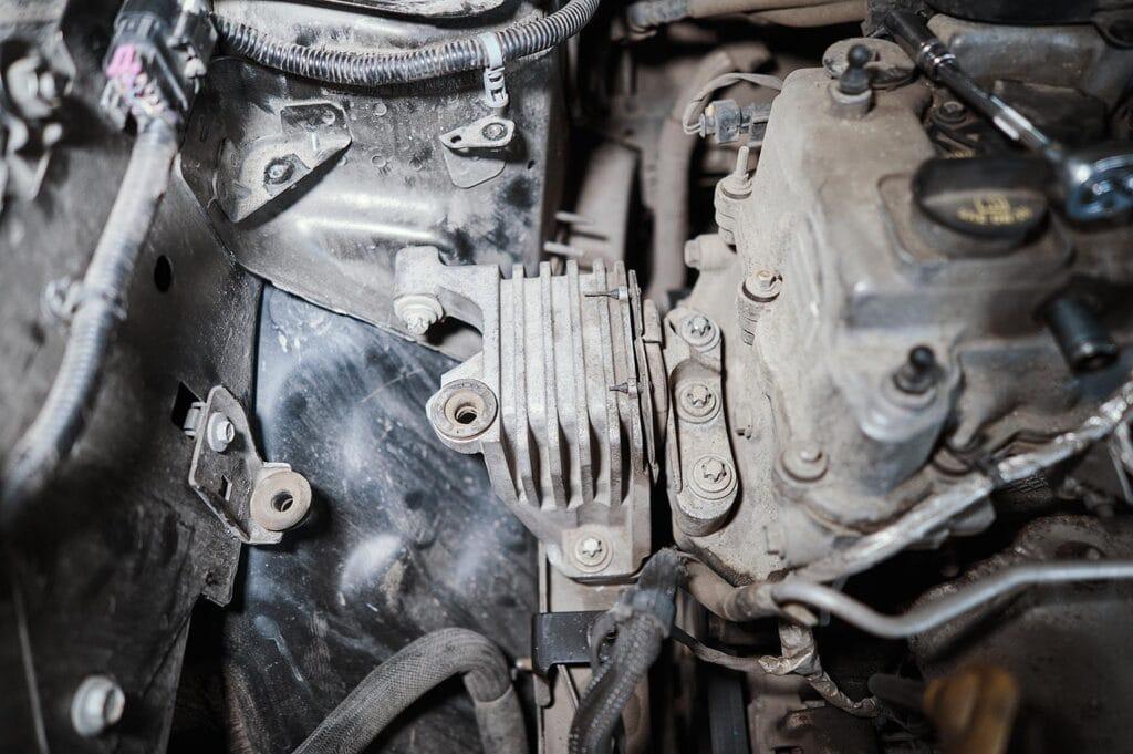 Правая опора двигателя Джип Чероки KL