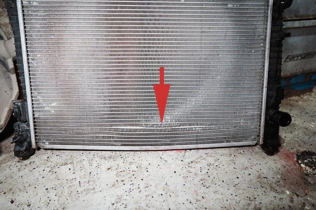 Течь в нижней части радиатора