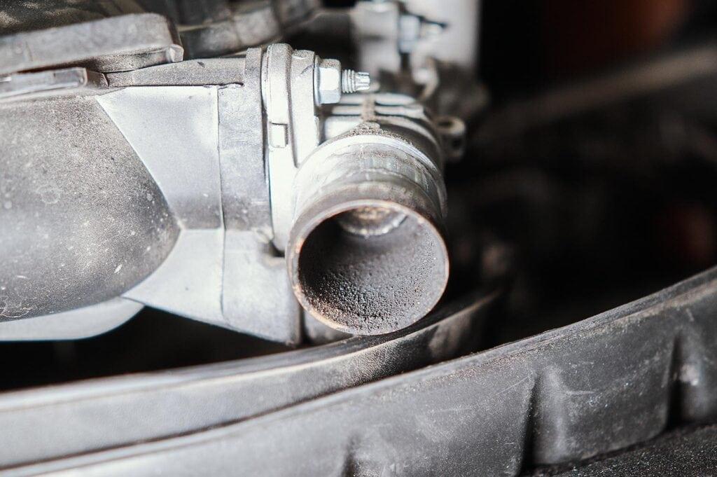 Сажи ощутимо меньше, чем в дизельных двигателях