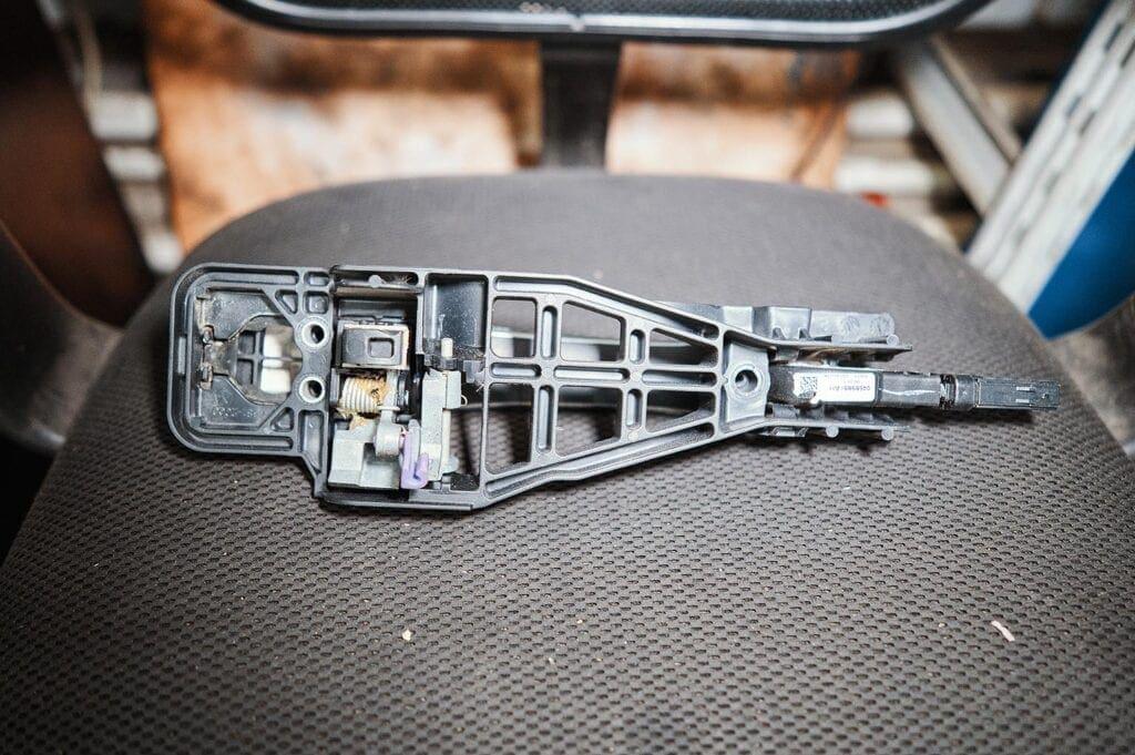 Крепёжная пластина ручки двери