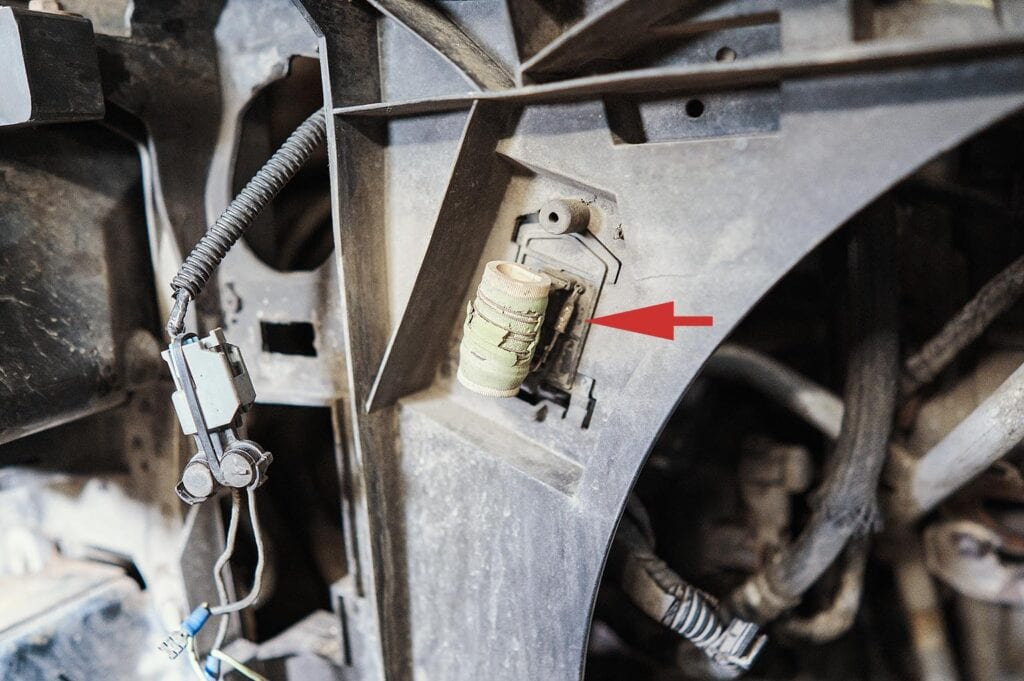 Терморезистор отвечает за первую скорость вентилятора