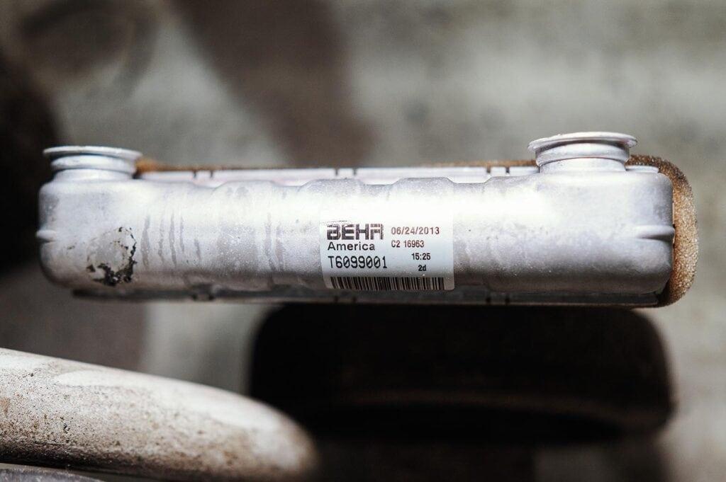 Оригинальный радиатор печки поставляет Behr