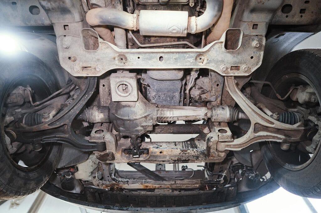 Двигатель будем вынимать через верх