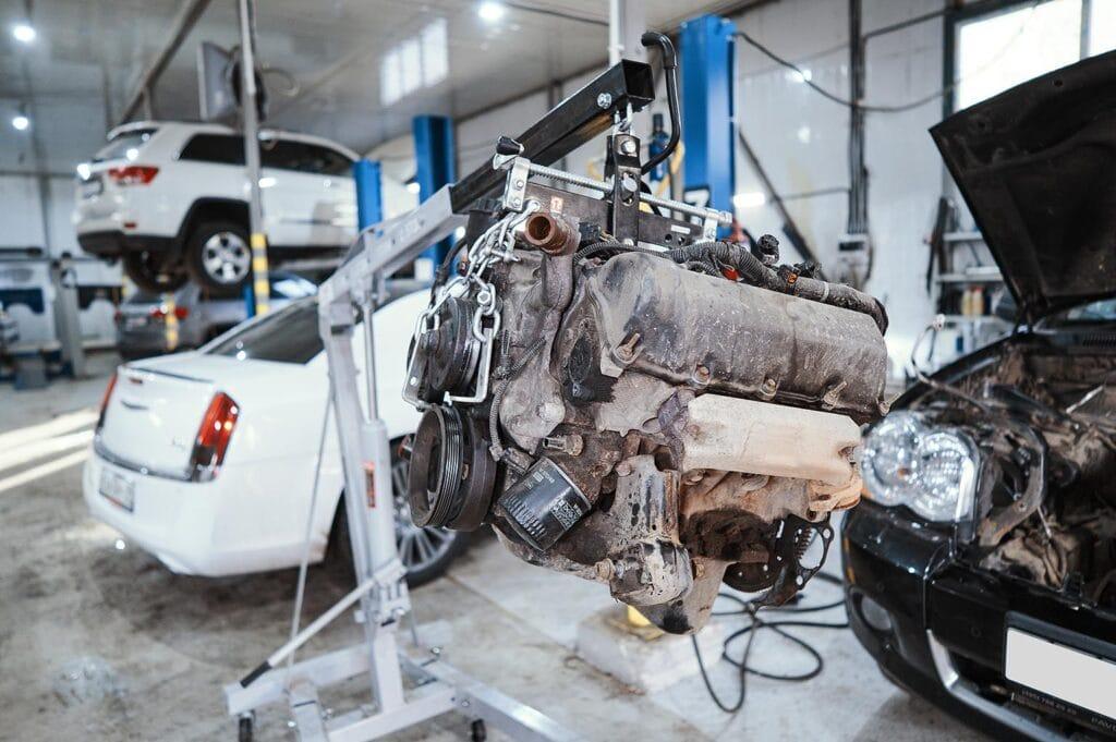 Снимаем старый двигатель Гранд Чероки 3.7