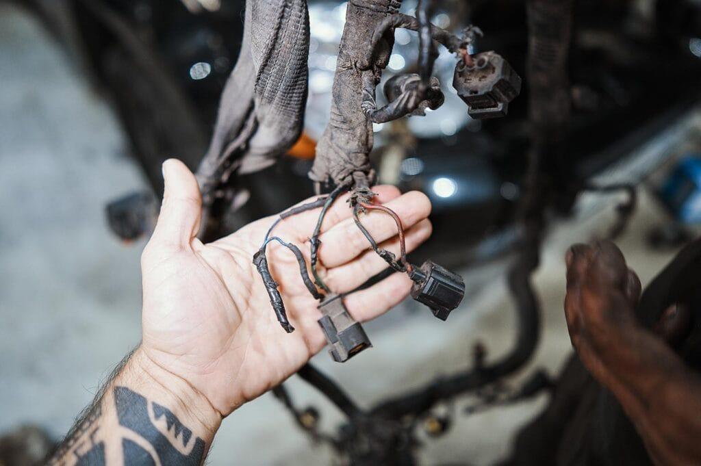 Ремонтируем проводку до установки на двигатель