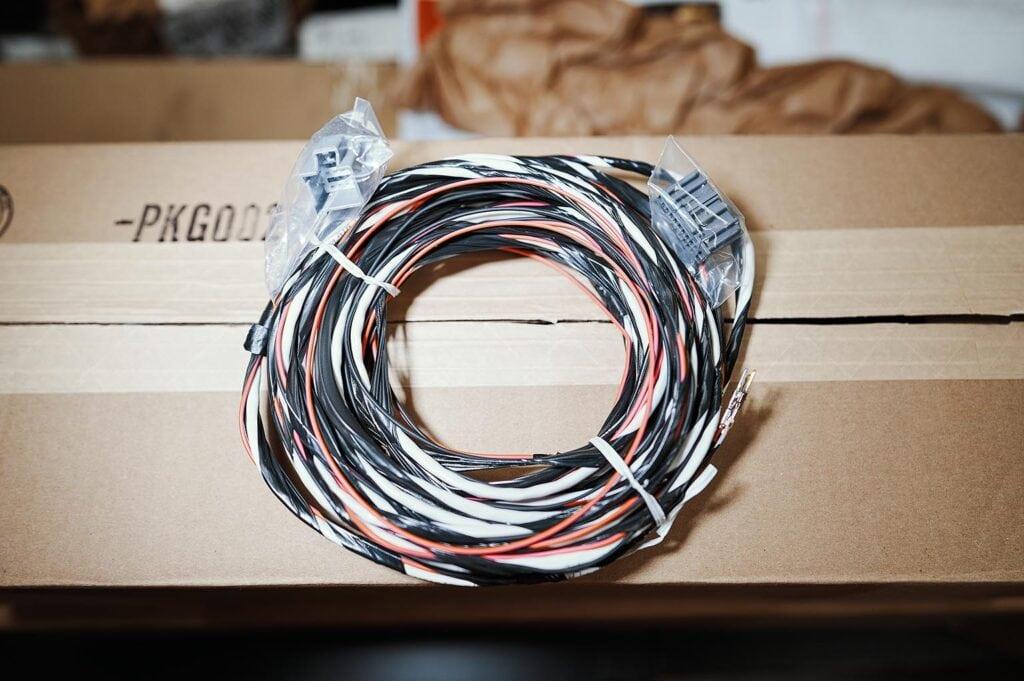 Жгут проводов и два разъёма