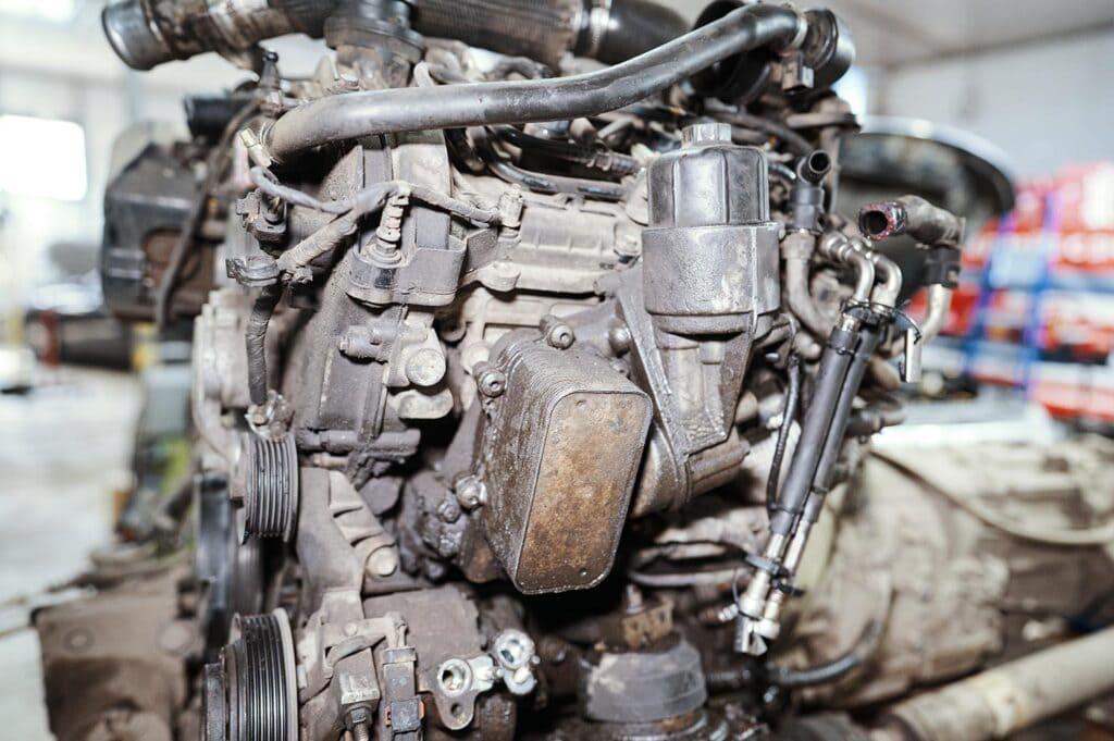 Застарелая течь маслоохладителя двигателя