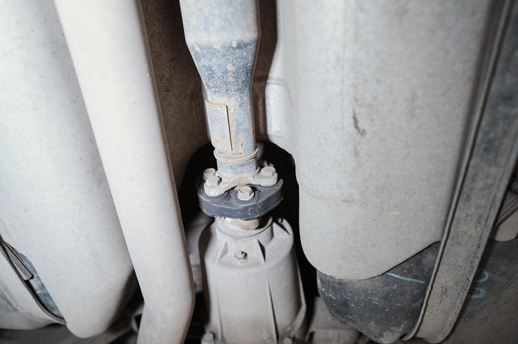 Эластичная муфта на стыке кардана и редуктора