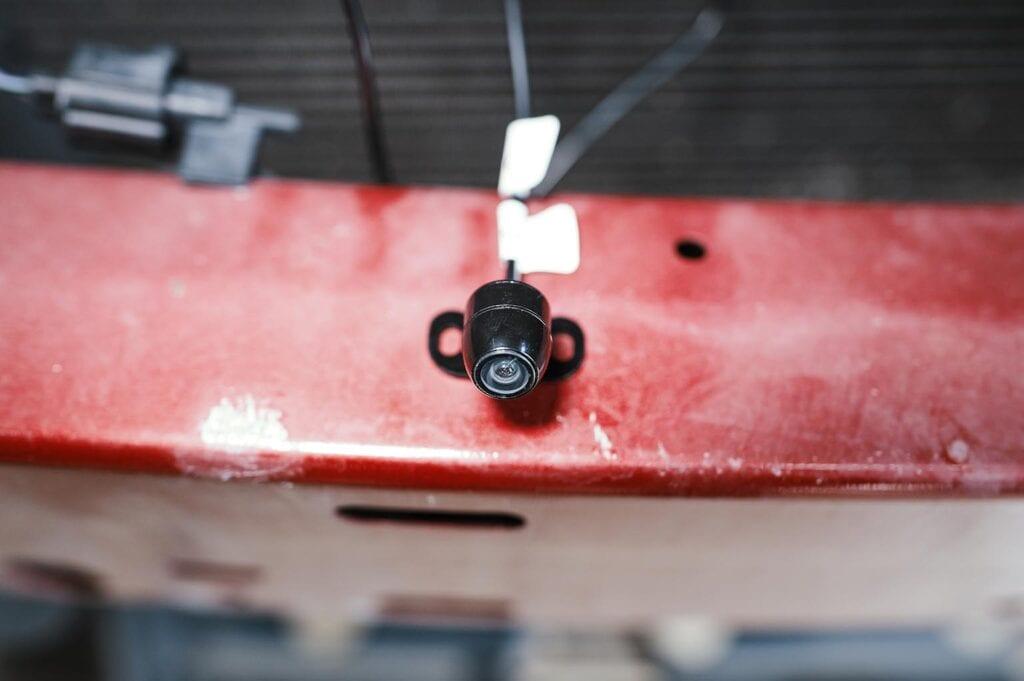 У камеры должна быть регулировка по вертикали
