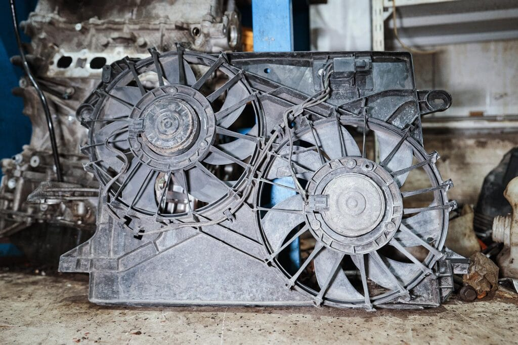 Вынимаем вентиляторы охлаждения