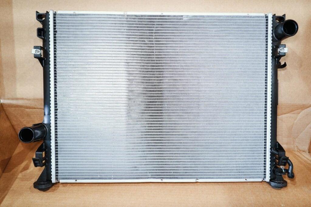 Новый радиатор Додж Челленджер