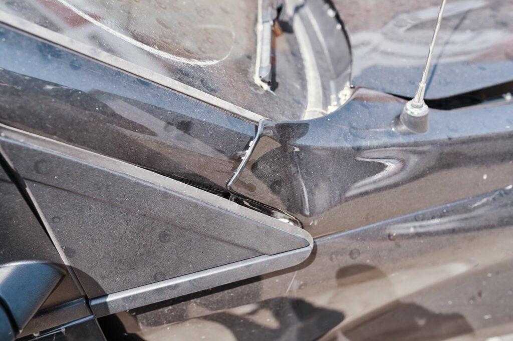 Крыло наползло на пассажирскую стойку