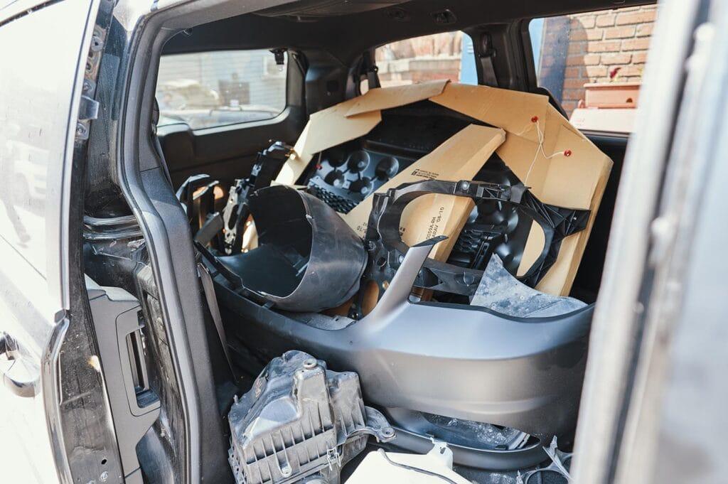 Складываем в багажник все необходимые позиции