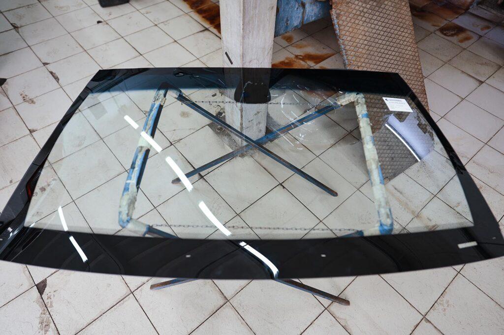 Лобовое стекло Гранд Чероки WK2