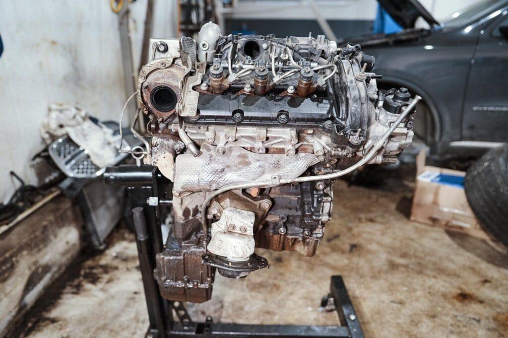 Правая сторона двигателя