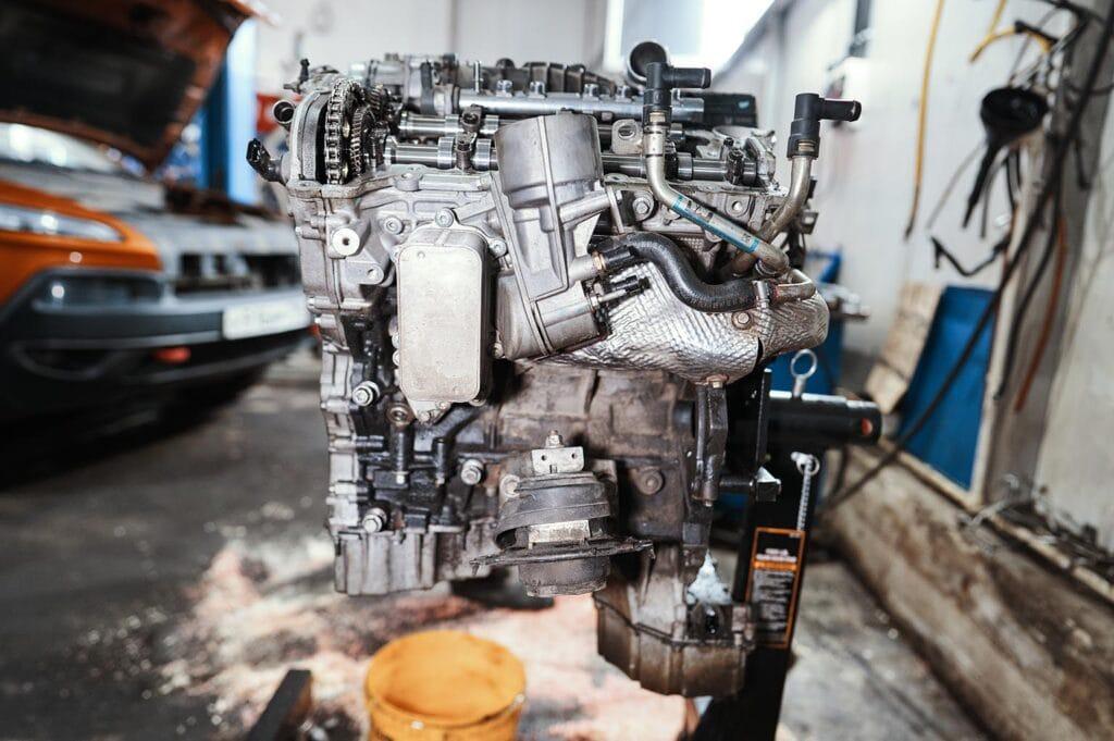 Левая сторона двигателя