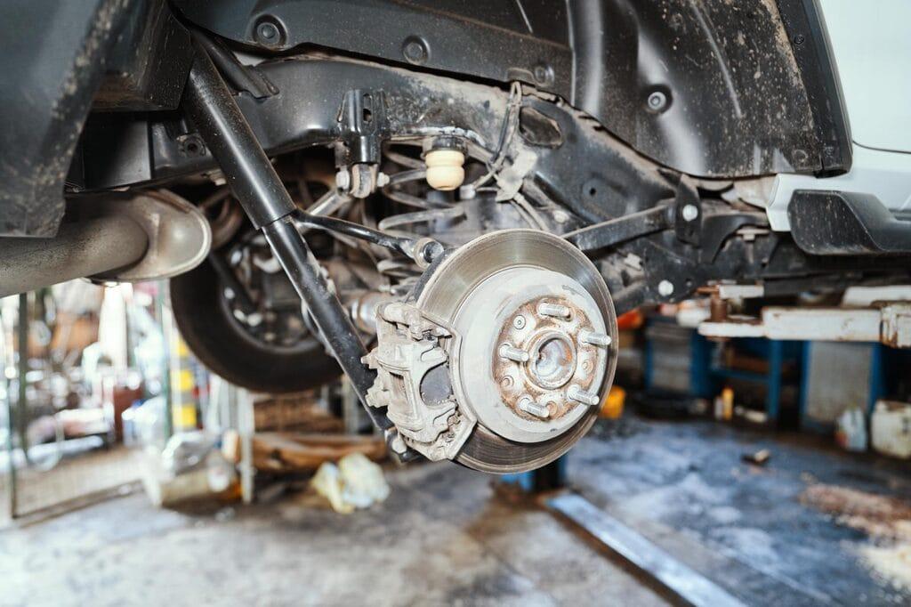 Снимаем колесо и разбираем тормозную систему