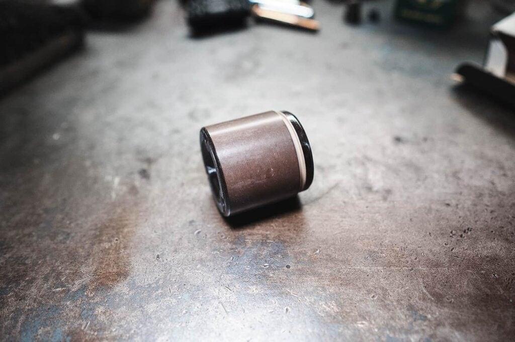 Керамический тормозной поршень
