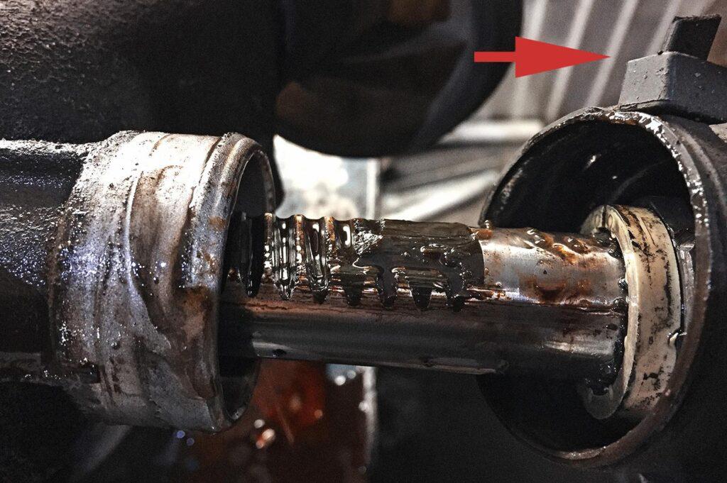 Нельзя крепить пыльники рулевой тяги на пластиковые хомуты