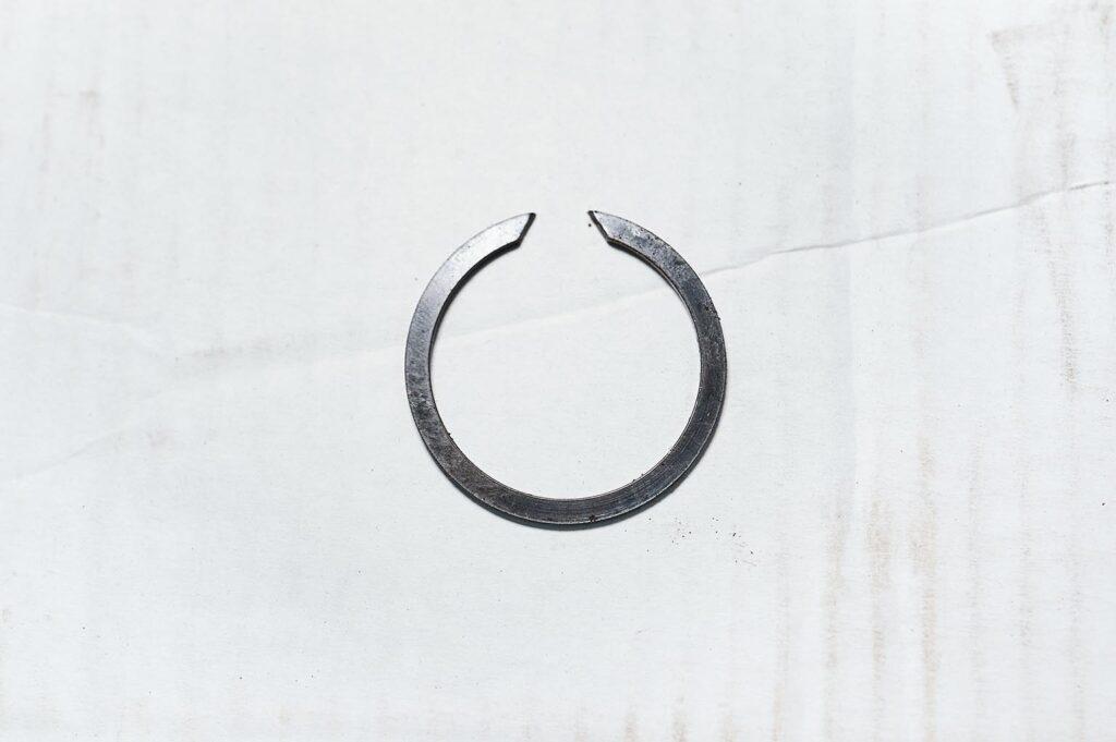 Не самое удобное стопорное кольцо