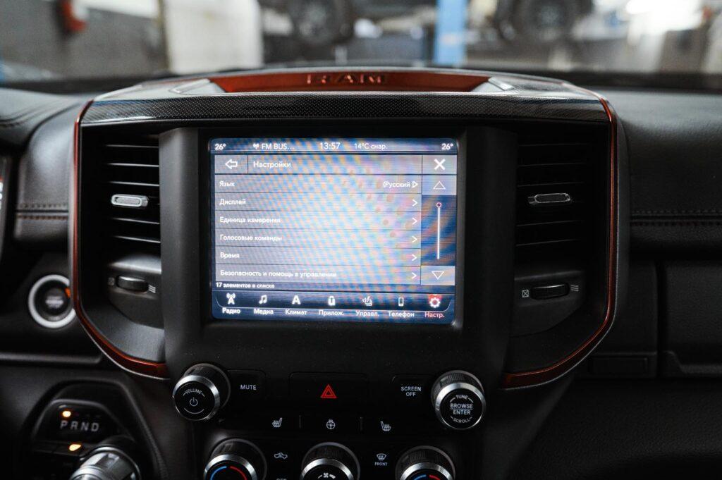 Настраивать автомобиль на родном языке привычней